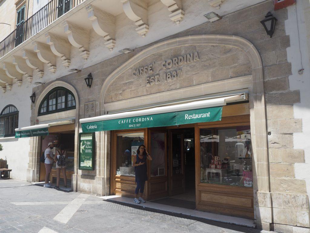 バレッタの老舗「カフェ・コルディナ」