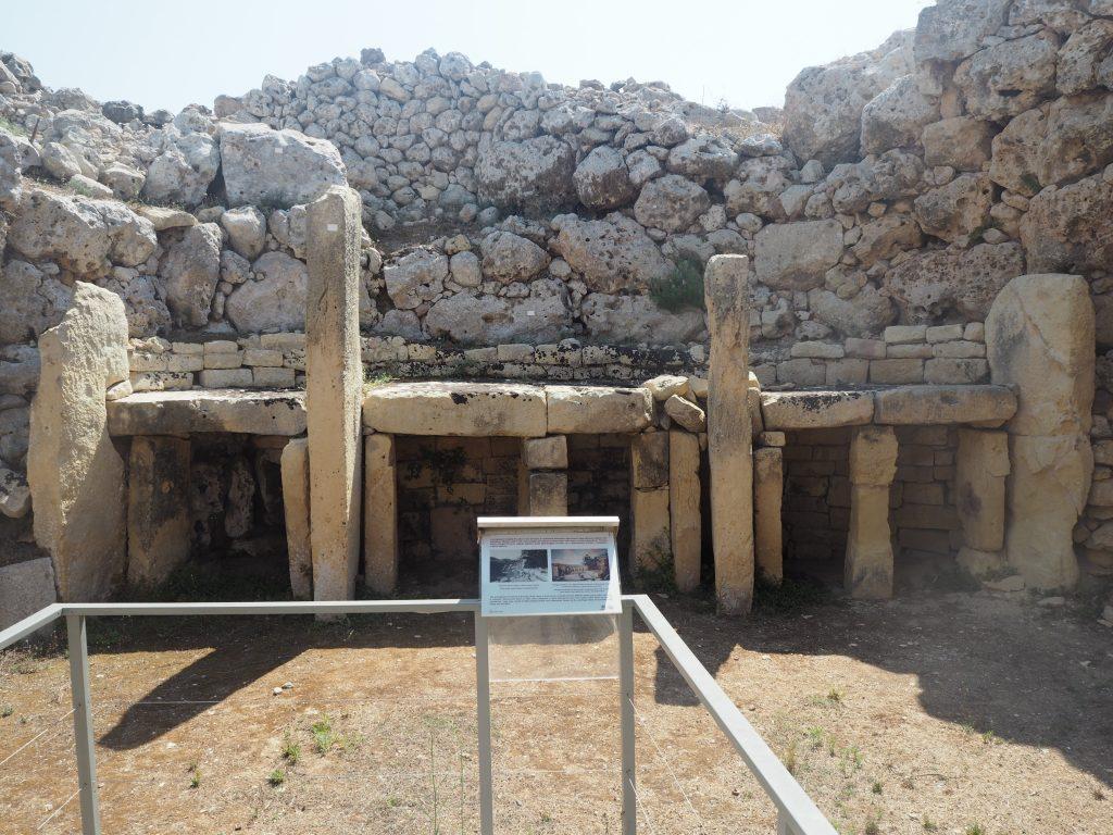 ジュガンティーヤ神殿(Ġgantija Temples)の内部