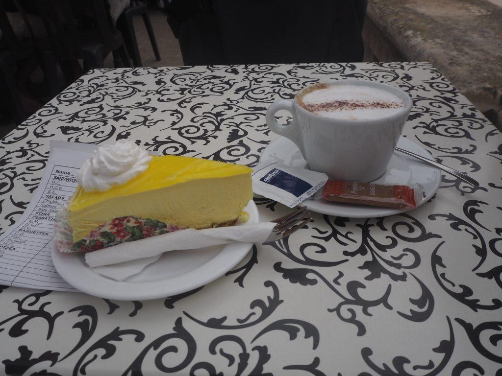 レモンチーズケーキとカプチーノ