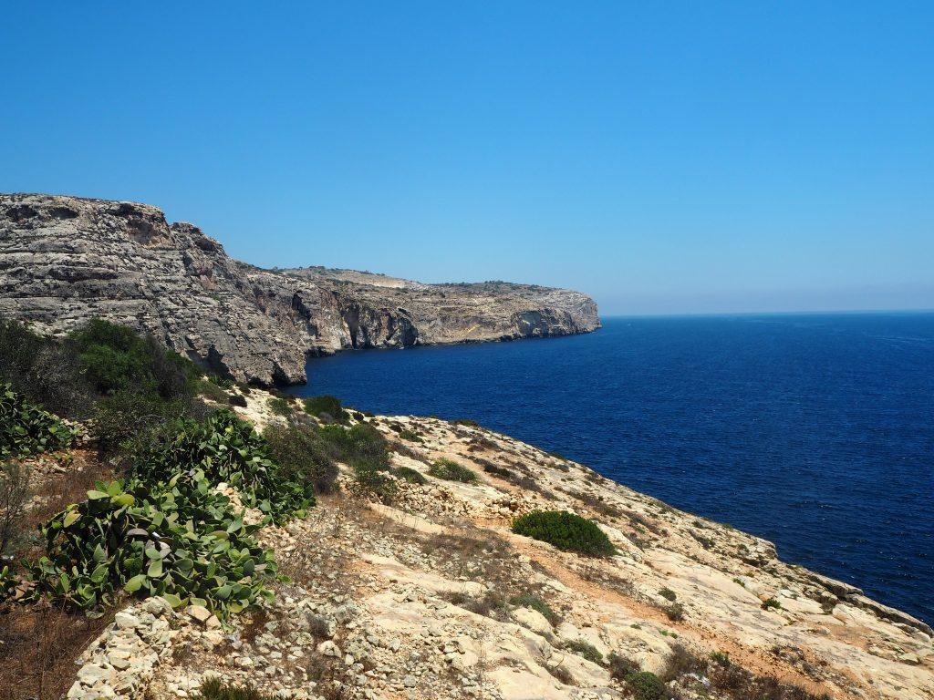 青の洞門の崖の上からの風景
