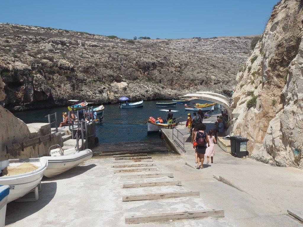 青の洞門のボート乗り場