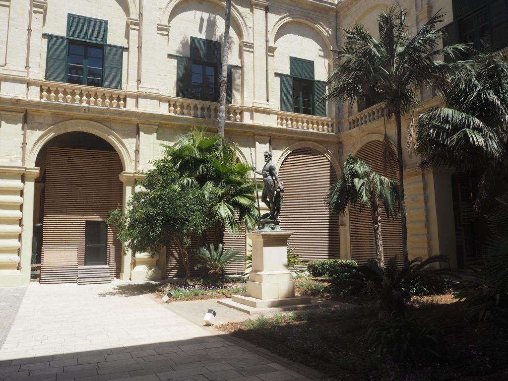 ネプチューンの中庭(1階からの写真)