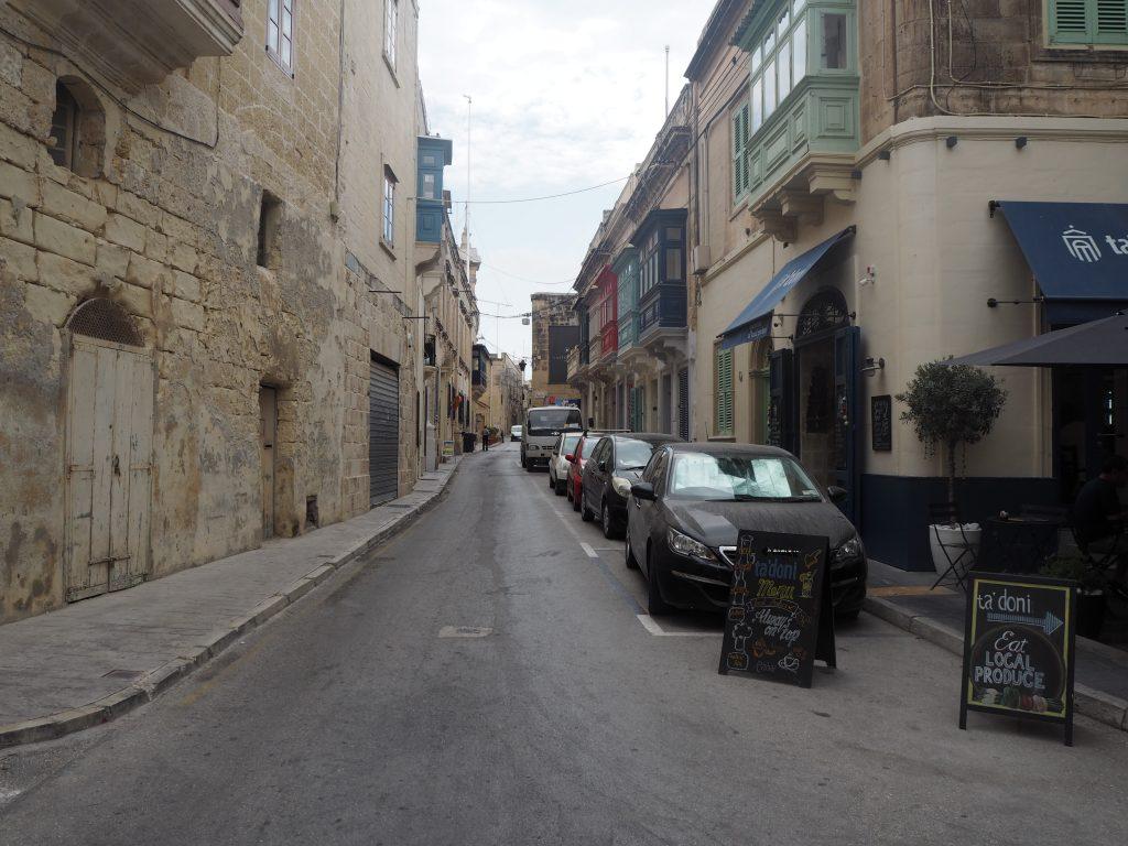 レストランやカフェが立ち並ぶラバトの町並み