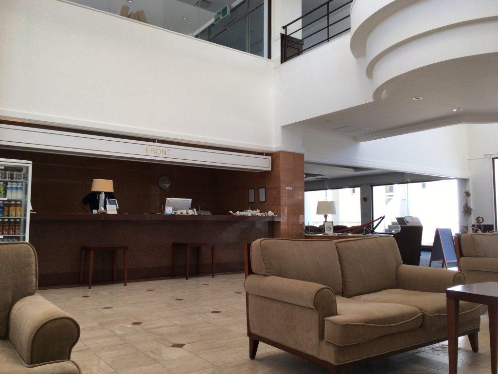 「カナンリゾート」のフロント