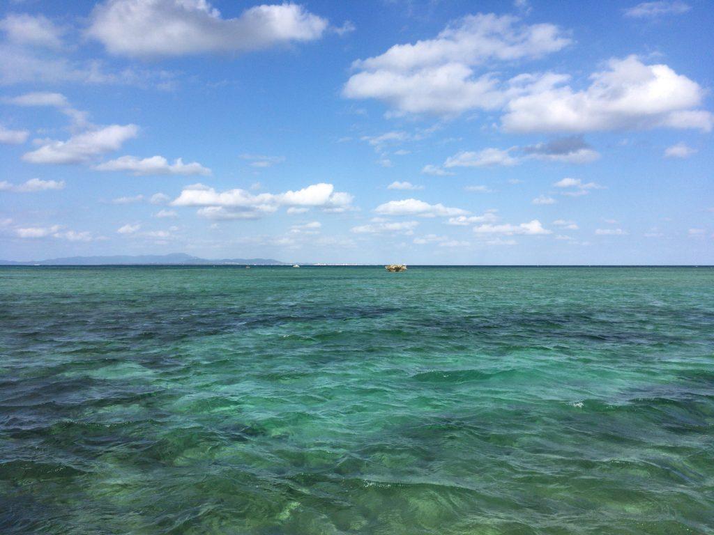 サンゴ礁でできた黒島の海は透明度が高い