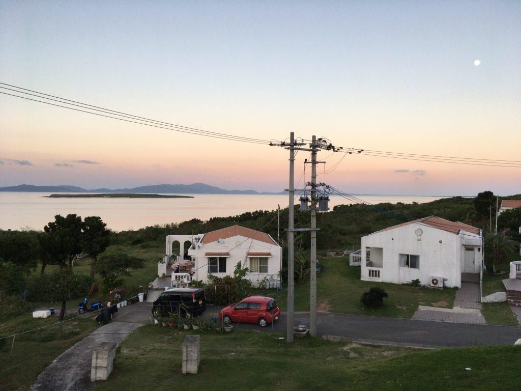 夕暮れ時のバルコニーからの風景