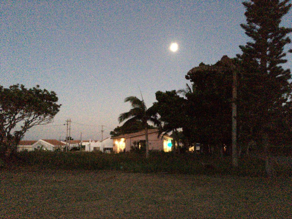 月が綺麗な小浜島の夜