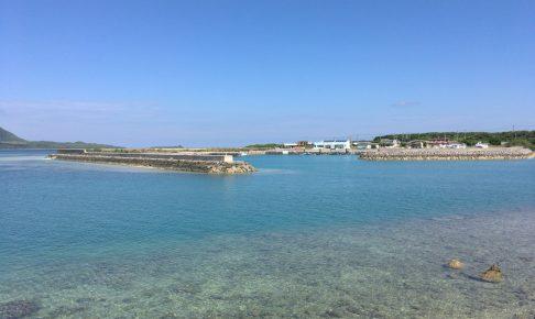 細崎漁港から見る小浜島の海も透明度が高くてなかなか綺麗だ