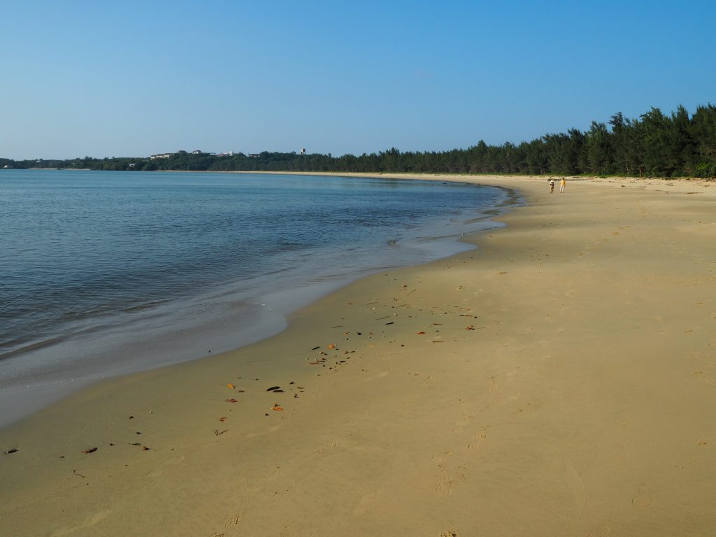 プライベート感溢れる静かなビーチだ