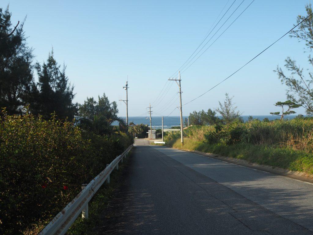 星砂の浜へと続く道