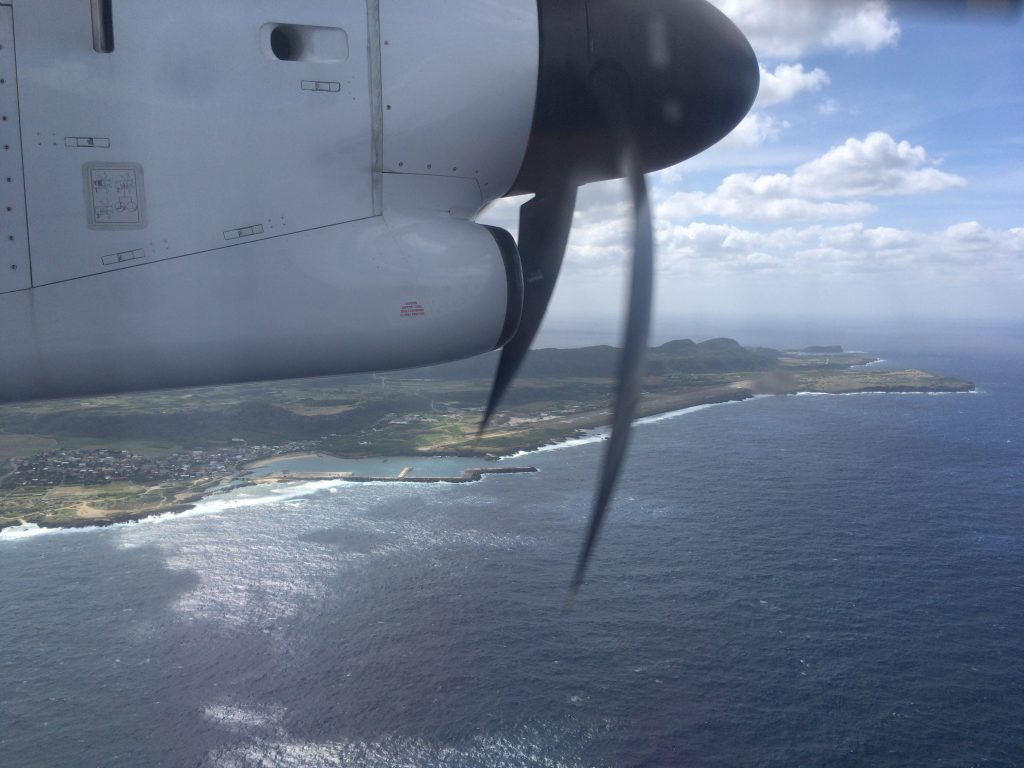 RAC(琉球エアーコミューター)の機内から見る与那国島