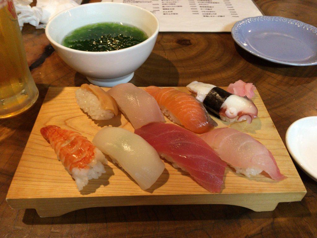 お寿司(上)とアーサー汁