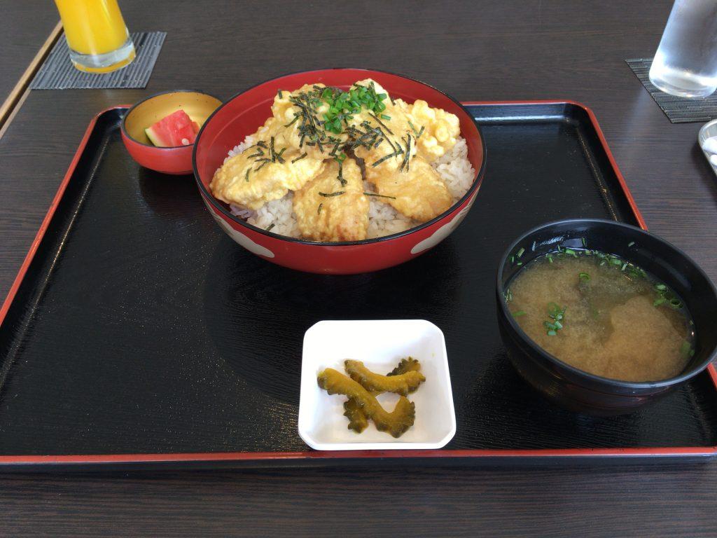 与那国の名産カジキの天丼(800円)