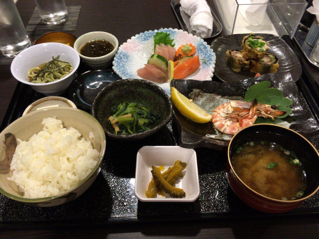 品数豊富な夕食の御膳料理(2,700円)