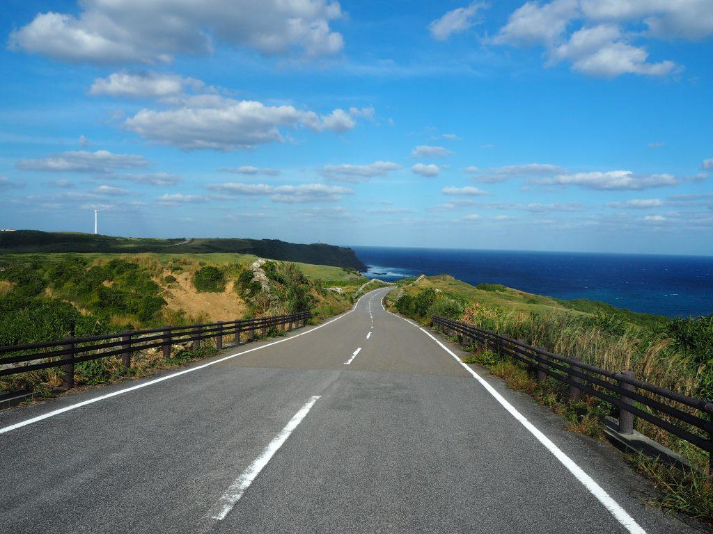 一周道路から東崎方面を望む