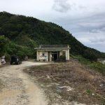 比川浜を見下ろす志木那島診療所