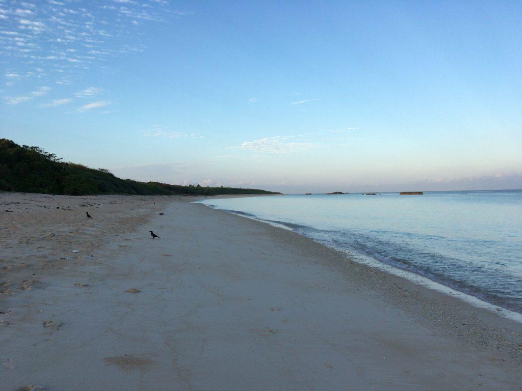 夕暮れ時の静かなニシ浜(波照間島)