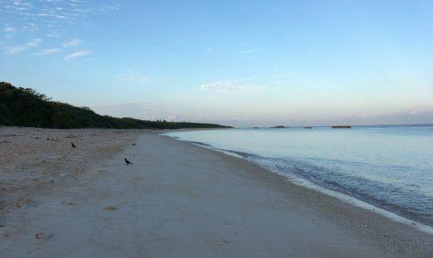 夕暮れ時の静かなニシ浜