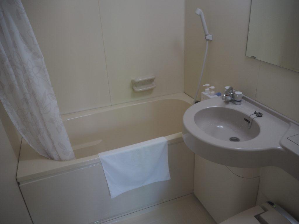 清潔なシャワー&トイレルーム。ウォシュレットも付いている