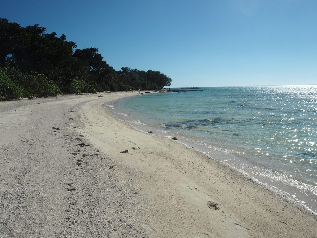 コンドイビーチからカイジ浜まで歩く