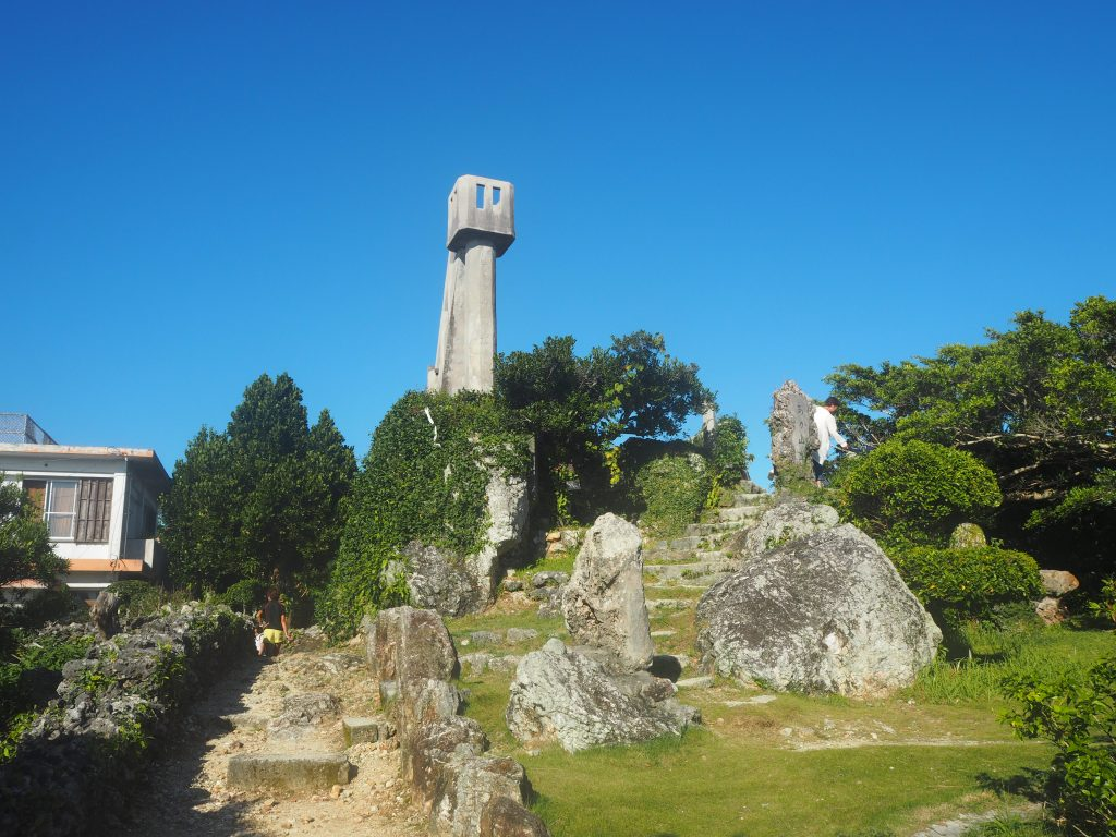 赤山公園内にあるなごみの塔