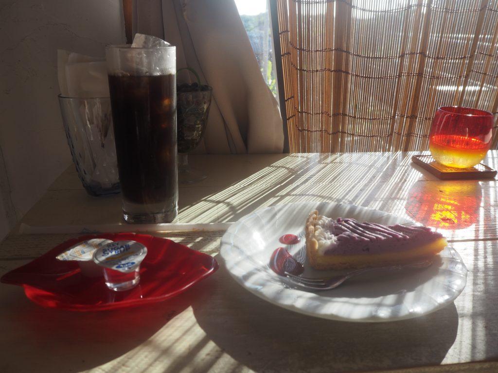 紅芋タルトとアイスコーヒー
