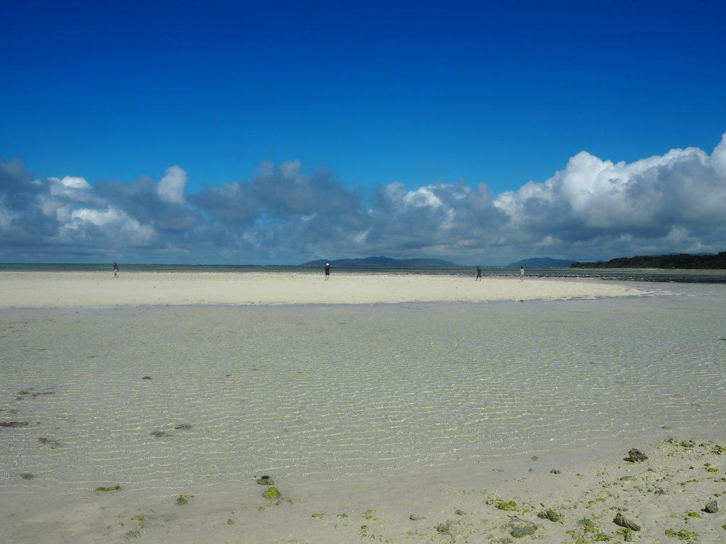 干潮時に現れる砂州は与論島の百合ヶ浜を思わせる