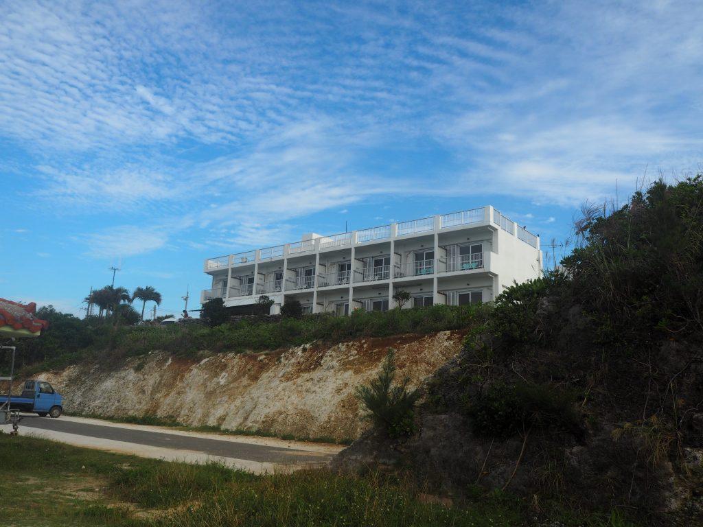 ニシ浜から見る「ペンション最南端」