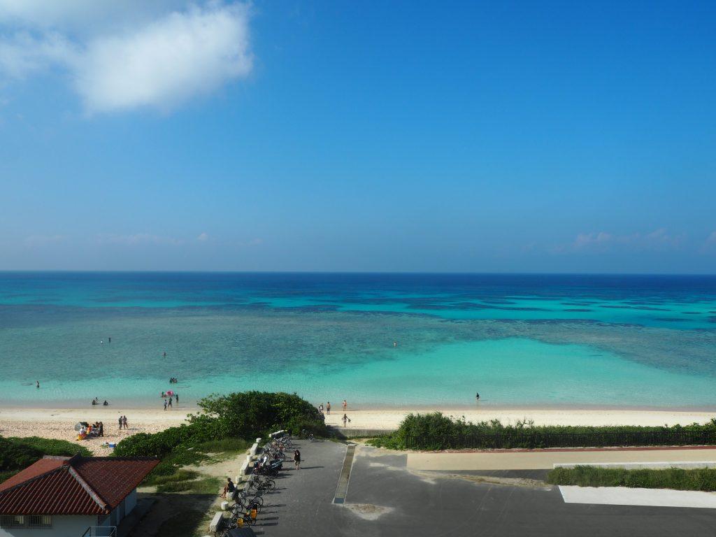 「ペンション最南端」の屋上からニシ浜を望む(波照間島)