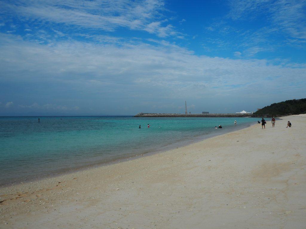 港のすぐ近くにこんな美しい海があるのだから驚きだ