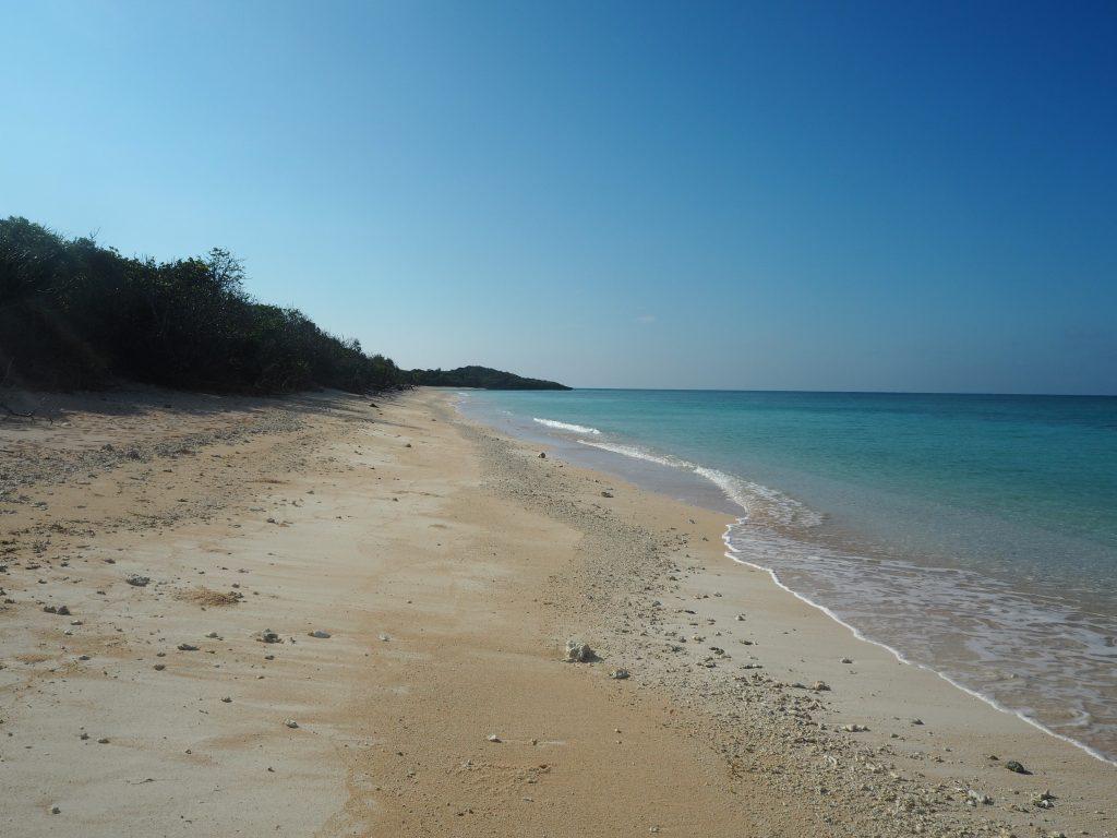 ほとんど人がいない静かなビーチだ
