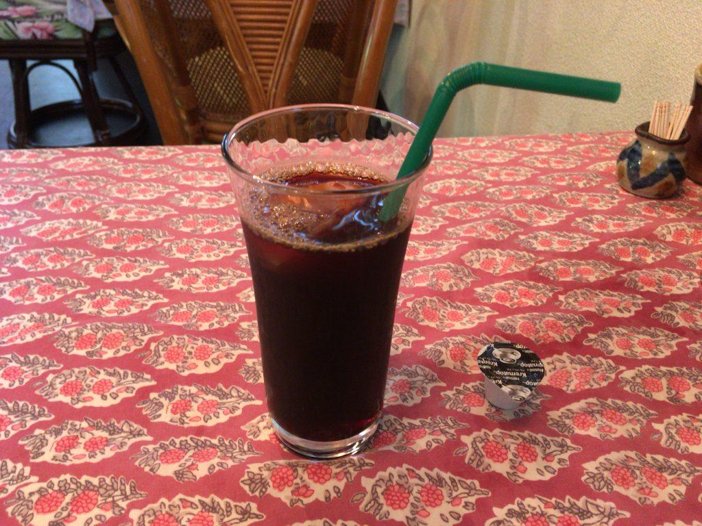 無料のアイスコーヒー。宮古島らしい嬉しいサービスだ