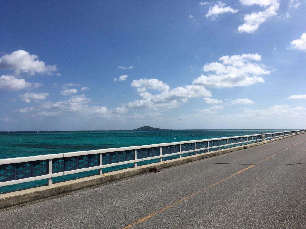 大神島との間の海は宮古島でも有数の美しさだ
