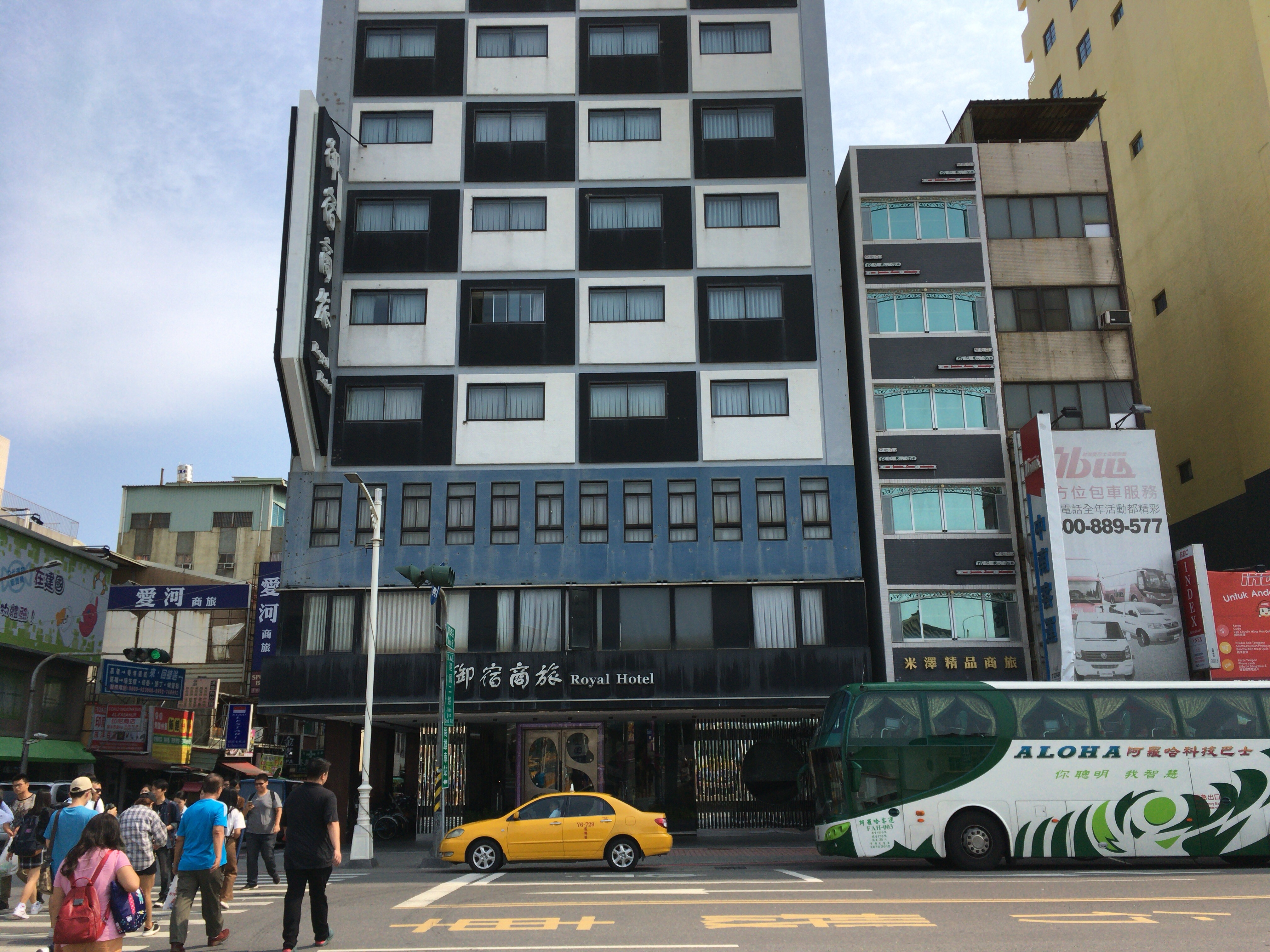 「ロイヤルホテル」外観