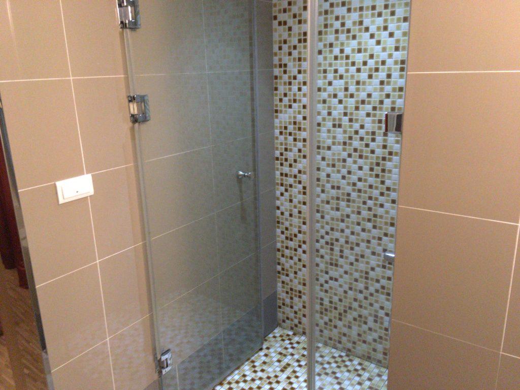 シャワールーム。いかにも海外のホテルって感じ