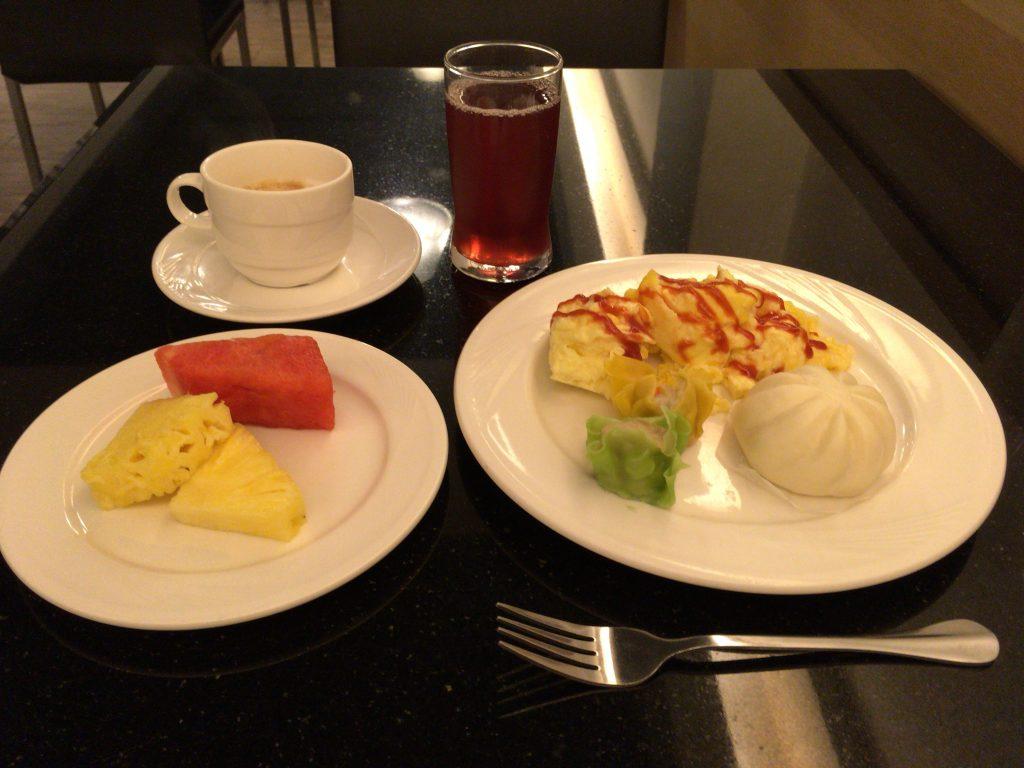 「ロイヤルホテル」での朝食