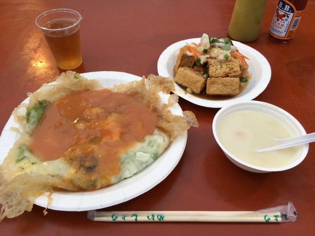 臭豆腐と蚵仔煎(牡蠣オムレツ)