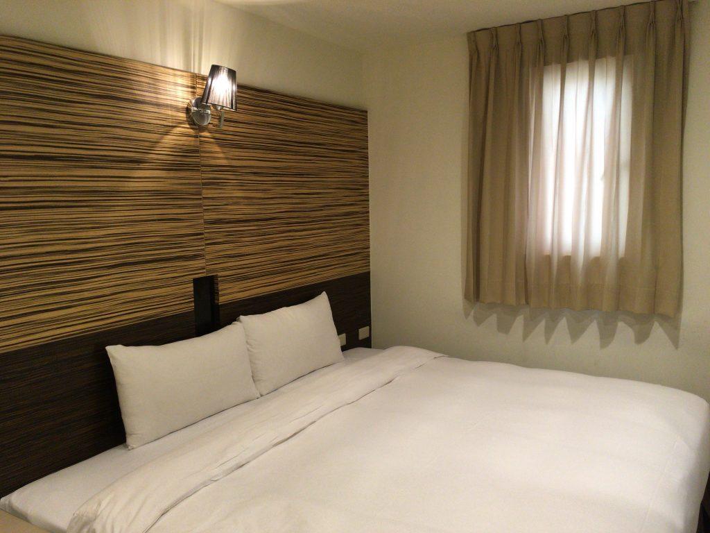 大きなベッドが部屋を占領していた