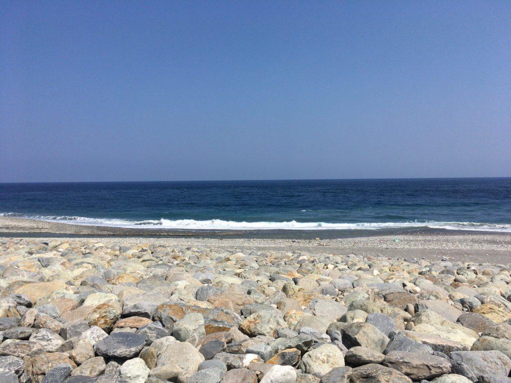 青が印象的な台東の海