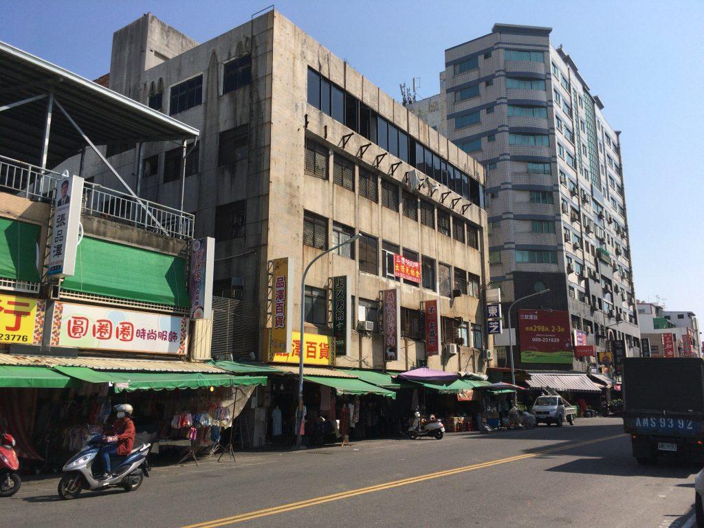 台東の市街地。のんびりとした都市である
