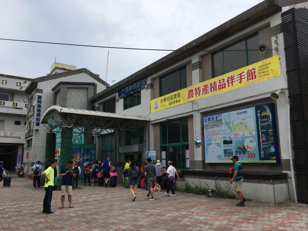 富岡漁港のフェリーターミナル