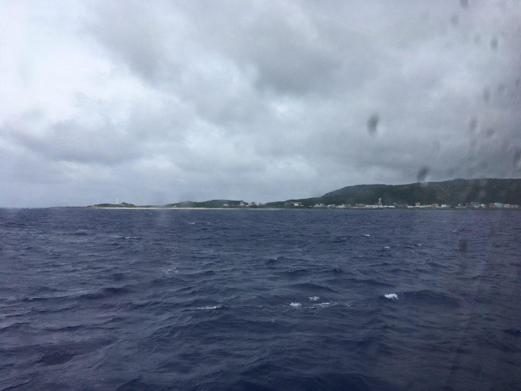 フェリーから緑島を望む