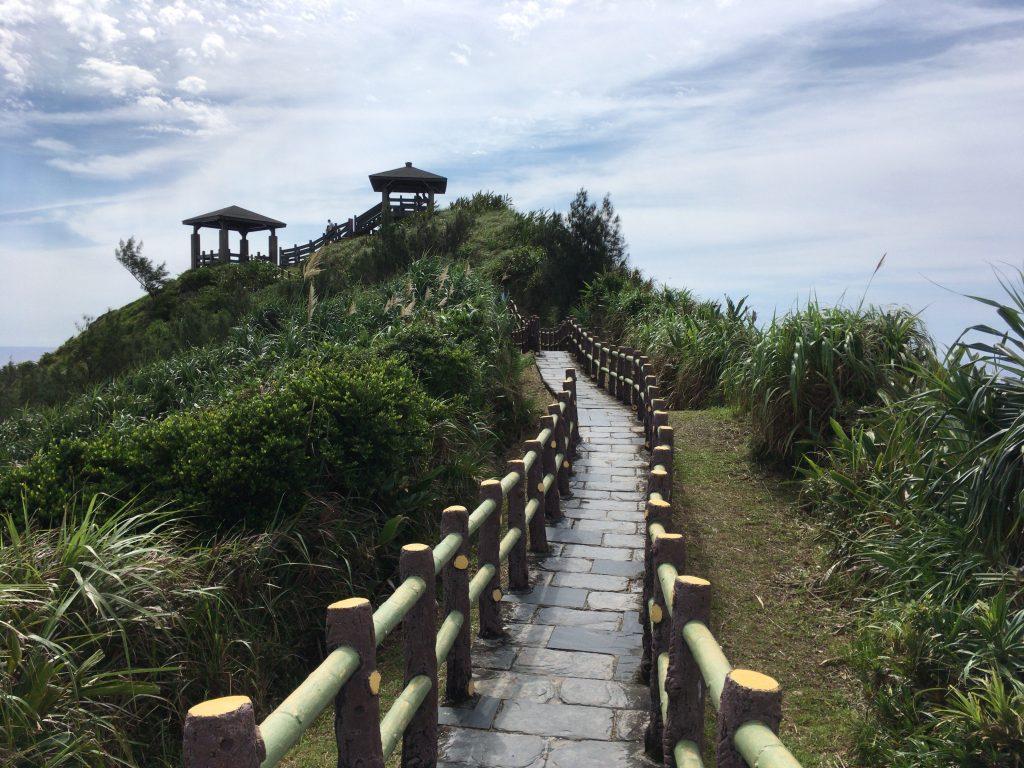 海参坪の展望台へと続く石段遊歩道