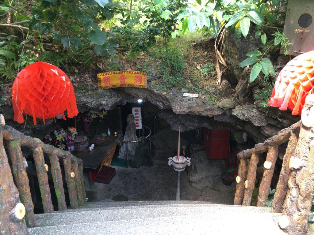 鍾乳洞に佇む石筍