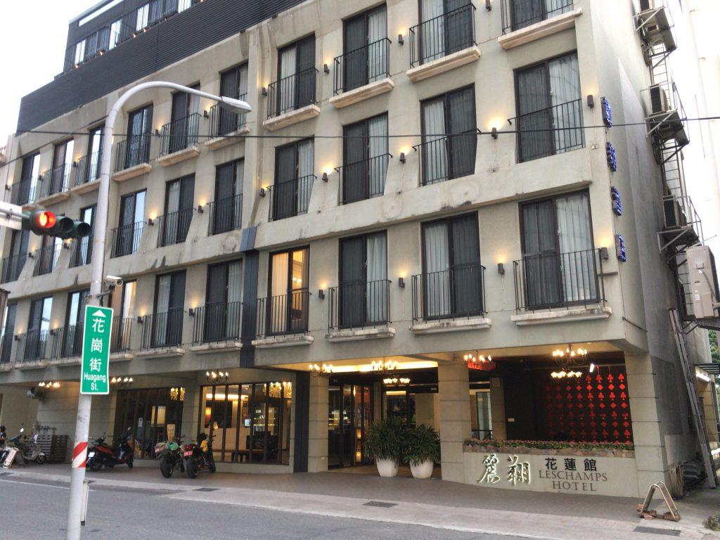 「ホテル レ シャン(Hotel Les Champs)」外観