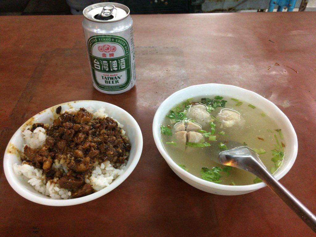 滷肉飯(ルーローファン)と魚丸湯(魚のすり身団子のスープ)