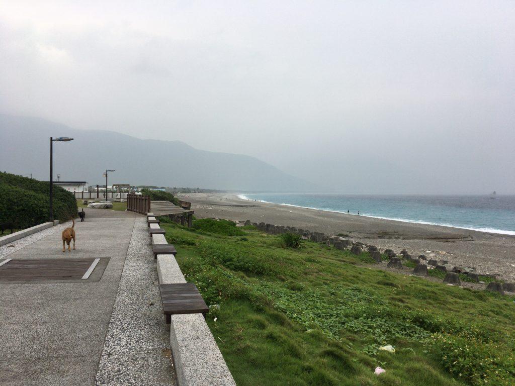 七星潭の遊歩道を歩く