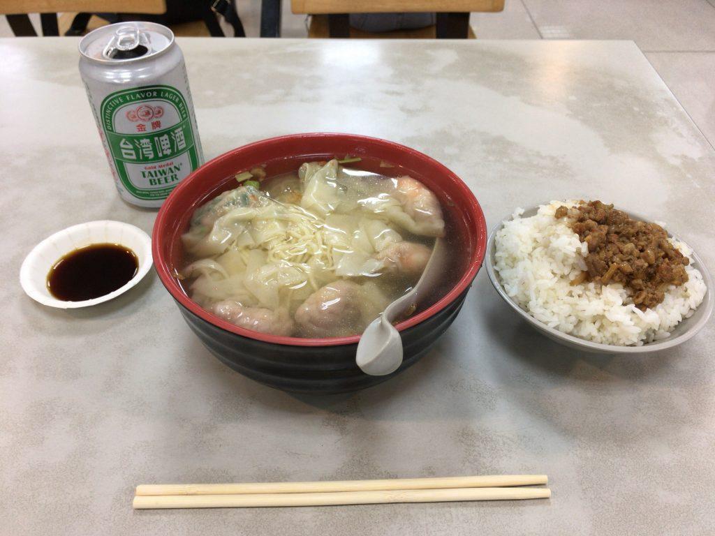 ワンタン麺に定番の肉燥飯
