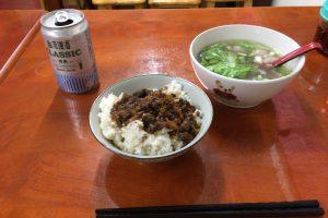 台湾の定番・肉燥飯と貢丸湯。2つで丁度100元だった