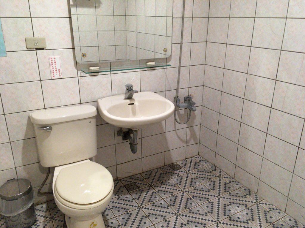 広々としたトイレ&シャワールーム